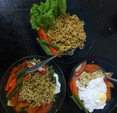 Erasing the guilt of taking instant noodle by adding vegies and egg into it
