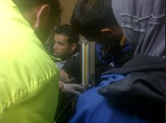 Dr Lukman, relawan medis Indonesia ACT sedang menangani pengungsi suriah yang terkena epilepsi di medevac..