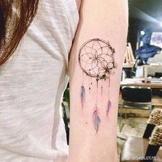 Dream Filter Tattoo - Over 60 Models - Tattoo Ideas - Tattoo Life Mini Tattoos, Rose Tattoos, Body Art Tattoos, New Tattoos, Small Tattoos, Pretty Tattoos, Beautiful Tattoos, Atrapasueños Tattoo, Molecule Tattoo