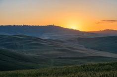Good moorning Pienza  #pienza #pienzaitaly #italy #toskana #tuscany #sunrise #sunrise_sunsets_aroundworld #sunrise_and_sunsets #sunriseporn #sun #nature #natureza #nature_perfection #nature_of_our_world #beautiful #vacations #instgram #instalike #instagood #instamood #instadaily #wildcoyphotography @landscape.lovers by kathyprigge