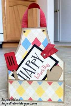 Obtain: Masculine Birthday or Father's Day BBQ Apron Tutorial/Information/Workshop (PDF) Scrapbooking, Scrapbook Cards, Cute Cards, Diy Cards, Cadeau Parents, Fathers Day Crafts, Fathers Day Cards Handmade, Dad Crafts, Handmade Gifts