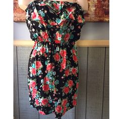 •C o r a l F l o w e r D r e s s• Sizes, S, M, L. Brand new!! Did not come with tag attached. Floral print. 100% Rayon. Strapless floral dress features a flounce layer on bodice & gathered waist. Pair with a cardigan to transition or perfect for this spring and summer  Please do not purchase this listing, comment below with the size you would like and I can make a separate listing for you!  I am modeling a size L. Solemio Dresses Mini
