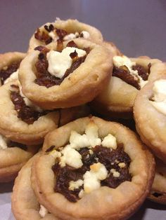 Caramelized onion tartletts ~ buttery crust filled with sweet caramelized onion and goat cheese Caramelized Onions, Goat Cheese, Spoon, Catering, Treats, Cookies, Dishes, Sweet, Desserts