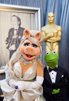 miss piggy & kermit at academy awards