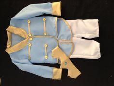 Fantasia príncipe duas peças,  calça em oxford;  smoking ;  Acompanha coroa.    MEDIDAS EM CM  Tamanho-----Cp. camisa------Cp calça----Largura busto  1--------------25 cm------------46 cm-------54 cm  2--------------27 cm------------48 cm-------56 cm  4--------------30 cm------------56 cm-------6...