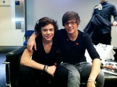 why everyone should ship larry. for the most part, larry is the most popular ship in one direction. although it's the most popular, there are a lot of people who remain unconvinced. One Direction Fotos, One Direction Harry, One Direction Pictures, Larry Stylinson, Louis Tomlinson, Ed Sheeran, Liam Payne, Niall Horan, Louis E Harry