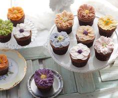 """앙금플라워 라이스앤블룸 no Instagram: """". 기초반 3주차 ㅣ초코 컵설기 ㅣ수강생작품 . . 손이 많이 가는 예쁜 아이들♥️ #떼샷은진리 수고 많으셨어요🤗 . . 💌주문/수업문의: 카카오톡채널_라이스앤블룸"""" Mini Cupcakes, Cup Cakes, Desserts, Food, Tailgate Desserts, Deserts, Cupcakes, Essen, Cupcake Cakes"""