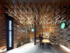 Loja da rede Starbucks próximo ao tempo xintoísta Dazaifu Tenmangu no Japão