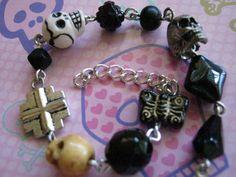 Black Skull Charm Bracelet by jansbeads on Etsy, $14.50 #goth #skull #halloween #halloweenartistbazaar