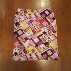 "3 for $25  Geometric pattern skirt Fun geometric print body-con skirt by Forever 21. Hues of pink, plum, magenta and chartreuse. Small side door on the side of either knee. Skirt measures 26"" at the waist, 32"" hips and 19"" length. No size tag. Forever 21 Skirts"