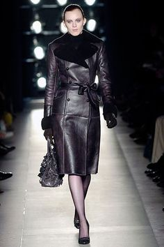 Bottega Veneta Fall 2005 Ready-to-Wear Collection Photos - Vogue Modest Dresses, Nice Dresses, Casual Dresses, Amazing Dresses, Masculine Style, Ribbed Knit Dress, Kinds Of Clothes, Fashion Show, Fashion Design