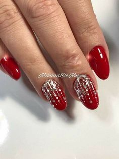 Christmas Nail Art Designs, Winter Nail Designs, Cool Nail Designs, Easy Designs, Christmas Design, Easy Christmas Nail Art, Red Christmas Nails, Christmas Colors, Xmas Nails