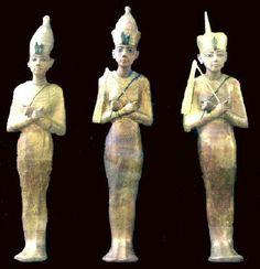 Oushebti (petites statuettes funéraires) des nobles tenaient dans leurs mains les instruments qui leur permettaient de travailler.