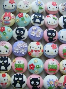 combining my love of cupcakes and hello kitty