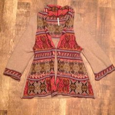 Free People Wool Cardigan These beautiful patterned cardigan is so on trend! It's super warm, being wool. It has cute front pockets. Flattering fit for all shapes! Worn but loved- in very good condition! Free People Sweaters Cardigans
