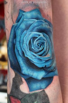 What if Ralda wakes up with a blue rose tattoo? Blue rose: the impossible, the unattainable, a mystery. Does not exist in nature. A single rose of any colour signifies utmost devotion. Blue Rose Tattoos, Feather Tattoos, Leg Tattoos, Flower Tattoos, Heart Tattoos, Dynamic Tattoo, Bloom Book, American Tattoos, Flower Skull