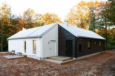 Villa L Garden Studio, Forest House, Studio Ideas, Architecture, Dream Homes, Crib, Home Goods, Shed, Villa