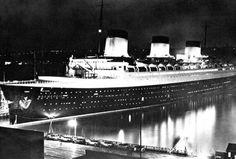 Normandie de nuit à quai àNew-York
