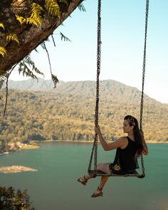 A travel Bali route guide. This Bali route will guide you on how to visit all the highlights and most beautiful locations on Bali. White River Rafting, Uluwatu Temple, Gili Island, Twin Lakes, Bali Travel, Top Of The World, Ubud, Amazing Destinations, Hot Springs