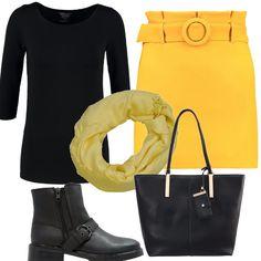 Davvero allegra la tonalità di giallo della minigonna, abbinata ad una t-shirt con le maniche a 3/4. Le scarpe sono stivaletti con fibia e cerniera laterale, la borsa a mano è nera con inserti in metallo e al collo si può annodare un morbido foulard giallo sole.
