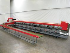 Machine will sort on weight and colour, 4 lines, 16 exits with 16 accumulation belts that will transport the tomatoe to a collecting belt, incl. singulator, incl. elevator, machine is in good condition!
