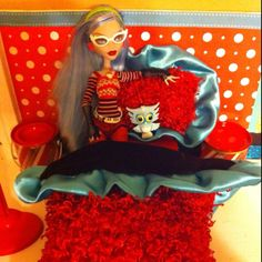 DYI- Ghoulia Monster High Doll bed with matching nightstands