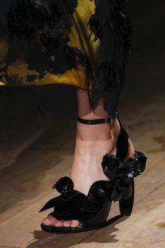 Dries Van Noten Spring 2017 Ready-to-Wear Accessories Photos - Vogue