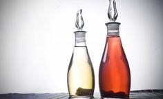 El vinagre es un ingrediente muy versátil que tiene muchos usos, además del gastronómico. Elimina malos olores, desinfecta comida, limpia, ayuda a despegar pegatinas...En el blog del Restaurante Aitzgorri hemos publicado un artículo con 10 cosas que te solucionará el vinagre. Esperamos que te resulten muy útiles para la vida cotidiana.  #vinagre #restaurante #aitzgorri #blog #gastronomía #desinfectar