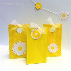 Daisy gift tags for gift bags - daisy party theme. Baby shower, weddings, birthday, gifts, thank you. Yellow/white | My Paper Planet | madeit.com.au
