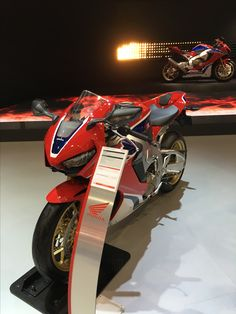 Hell yeah !! The new Honda CBR 1000 RR Fireblade SP1+SP2 on Intermot 2016 in Cologne. Game Over what a bike! Honda made it >>The Power of Dreams