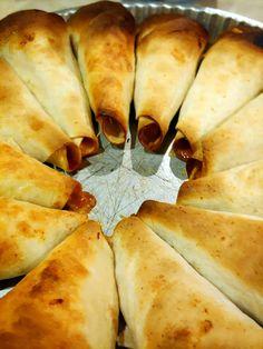 Rożki z tortilli z kurczakiem, papryką, serem i sosem BBQ Spanakopita, Pizza, Cheese, Impreza, Ethnic Recipes, Food, Essen, Meals, Yemek