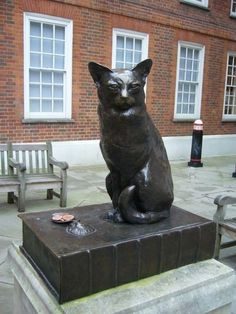 London. Monument to Hodge, the Cat. Hodge was a black cat belonging to the English lexicographer Samuel Johnson of whom the writer was particularly fond. He was known to go out of his way to purchase oysters to feed the cat, even to the point of annoying his servants by his pampering of his pets.
