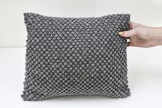 Billedresultat for diy hækling Crochet Cushions, Crochet Pillow, Crochet Art, Crochet Home, Knit Or Crochet, Free Crochet, Tunisian Crochet Patterns, Crochet Stitches, Bobler