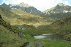 Itinerario 4 - Malga Val Fredda (foto di L.Zamprogno), nella cornice della Riserva Naturale Alto Cadino-Val Fredda, situata a 2.045 m di quota (www.uomoeterritoriopronatura.it).