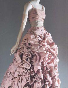 """Tourterelle""Evening Dress. fall/winter 1948–49. House of Dior. Christian Dior."