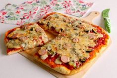 Pizza senza lievitazione ai formaggi con zucchine e wurstel I Love Pizza, Vegetable Pizza, Vegetables, Food, Essen, Vegetable Recipes, Meals, Yemek, Veggies