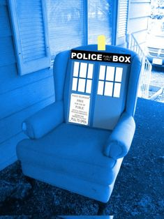 Wingback TARDIS chair would look gorgeous in my living room! ;)