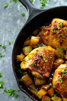 Skillet Honey Garlic Chicken Thighs with Roast Potatoes Juicy honey garlic chicken thighs and crispy roast potatoes are seared and baked in the most FLAVORFUL honey garlic sauce in this no-fuss one skillet dinner! Honey Garlic Chicken Thighs, Roasted Chicken Thighs, Garlic Chicken Recipes, Rosemary Chicken, Crispy Chicken, Baked Chicken, Broccoli Chicken, Tilapia Recipes, Chicken Potatoes