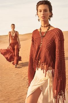 Zara unveils its Spring-Summer 2019 Collection campaign spotlighting new limited-edition styles. The Spanish fashion brand enlists rising stars Nora Attal… Collection Zara, Summer Collection, Desert Fashion, Boho Fashion, Bohemian Mode, Boho Gypsy, Mode Crochet, Spanish Fashion, Moda Boho