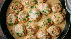 1 Boulettes de poulet dans une sauce crémeuse Quinoa, Sauce Crémeuse, Food And Drink, Meals, Ethnic Recipes, Desserts, Moussaka, Chorizo, Risotto
