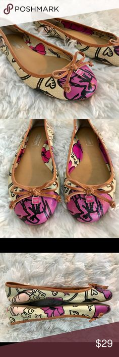 COACH Poppy flat Pre-loved• Coach• Darling flat• leather• size 7 1/2 B• pink/creme Poppy print• leather bow with medallion• in excellent condition • minor scuffles on tip & back of flat (see pic) • very soft• perfect for fall• no trades• offers & bundles welcomed Coach Shoes Flats & Loafers