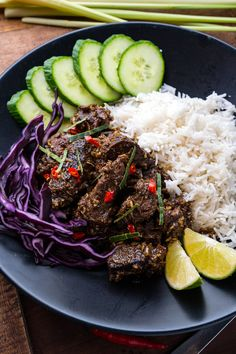 Beef Rendang - An easy to make authentic Indonesian/Malaysian beef curry that just melts in your mouth! Peeps Recipes, Fall Recipes, New Recipes, Cooking Recipes, Healthy Recipes, Healthy Food, Armenian Recipes, Irish Recipes, Asian Recipes