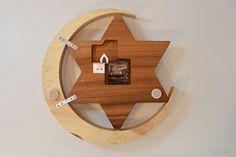 【受注制作】天然檜の大きな三日月に一番星が輝く大きな木の掛け時計【クオーツ時計】 | HandMade in Japan 手仕事の新しいマーケットプレイス iichi Wood Clocks, Oclock, Woods, Design, Craftsman Clocks, Crafts For Kids, Woodwork, Log Projects, Wood Crafts