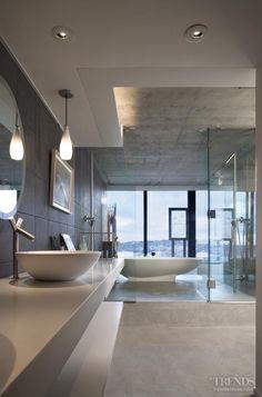 Bathtub with a view! Chic Bathroom!!