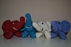Crochet glittering elephants in red, turquoise, white and blue / Heklet glittrende elefanter i rød, turkis, hvit og blå
