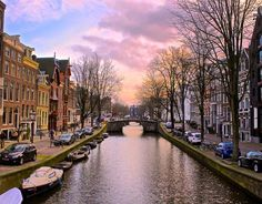 #FunFacts Famous for its canals and parks Amsterdam is Europes 8th most popular city for tourists. Its officially a cyclists paradise! Bikes are everywhere but be careful: 25000 bicycles end up in they citys canal every year! Amsterdam is one of the most watery cities in the world with a quarter of its surface area taken up by canals and harbors and that make bridges a necessity! The oldest one for example is from 1648! If you cross on of the bridges it will probably lead you to a garden or…