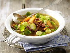 Eintopf - deftige Suppen mit ganz viel drin - rosenkohl-kuerbis  Rezept