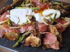 Alcahofas con jamón, ajetes y huevos poché ^-^