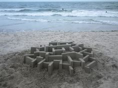 These architecturally-designed sandcastles, constructed by sculptor Calvin Seibert, are just amazing. Great inspiration for our winter sun holidays. Wall Sculptures, Sculpture Art, Winter Sun Holidays, Colossal Art, Graphic Design Print, Sand Art, Oeuvre D'art, Mind Blown, Construction