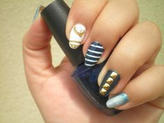 #notd #nailart #barkingblondie #bbloggers #naillacquer #skitlette #navy